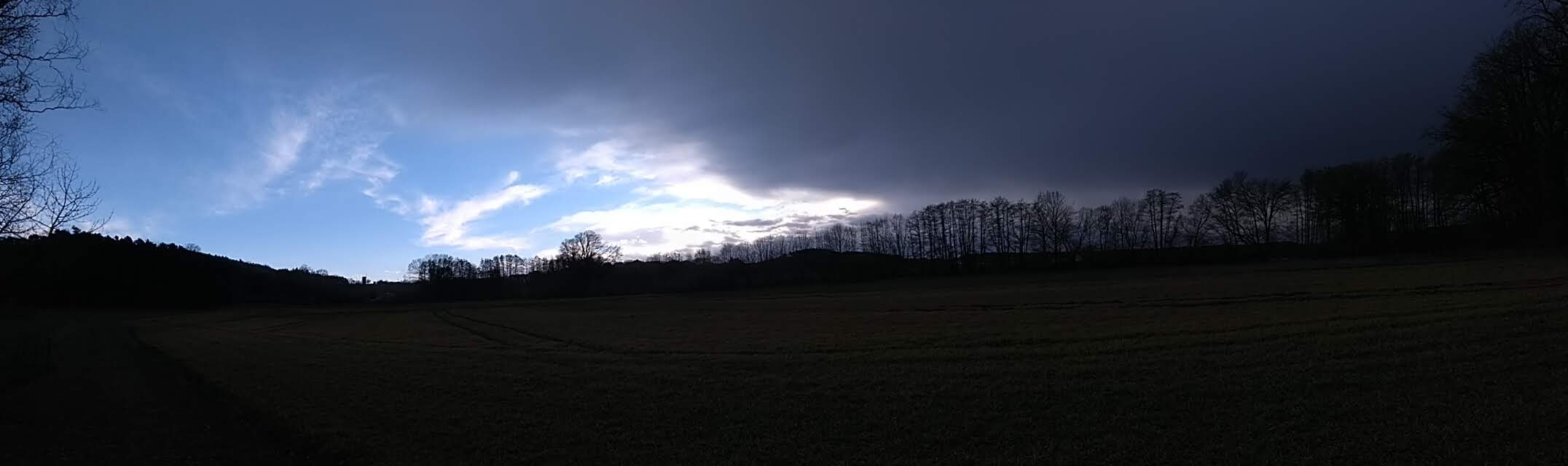 Boeiger Wind vor dem Regen